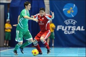 Ortiz ante un rival Kazajo