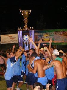 Ermita celebrando el título