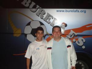 Javi Rodríguez con Álvaro en representación de los Amigos del Fútbol Sala de Hermigua