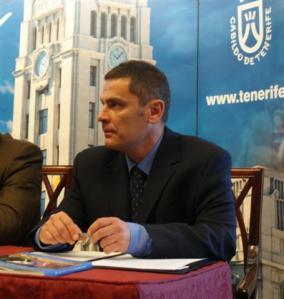 Alfonso Brito en la presentación del libro