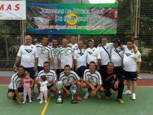 Veteranos Chicharreros con la copa de Campeones 2011