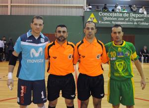 Capitanes con los árbitros Galdar - InterMovistar