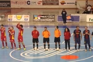 Los árbitros Canarios en el pasado partido que enfrentó al Puertollano FS - FC Barcelona Alusport